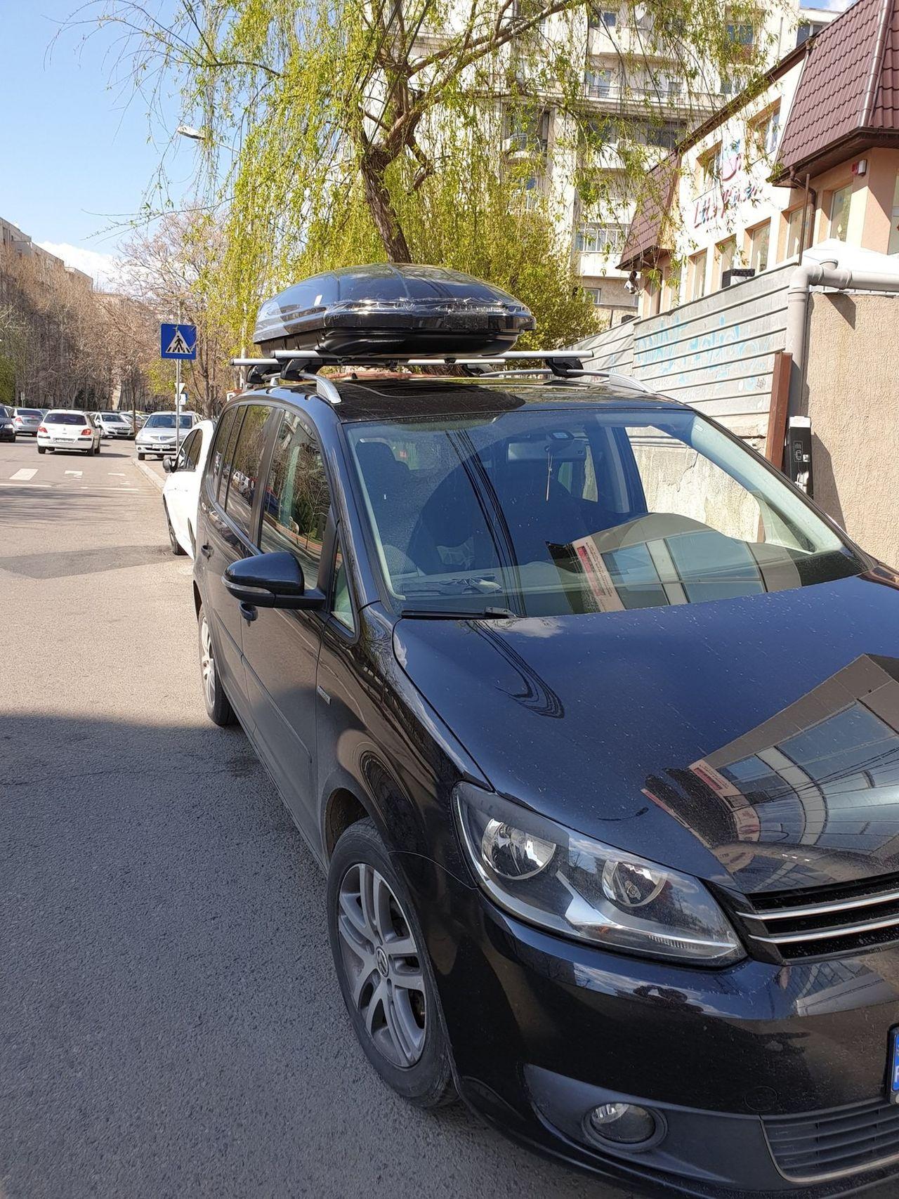 Volkswagen Touran bare transversale Menabo Sherman XL si cutie portbagaj Menabo Mania