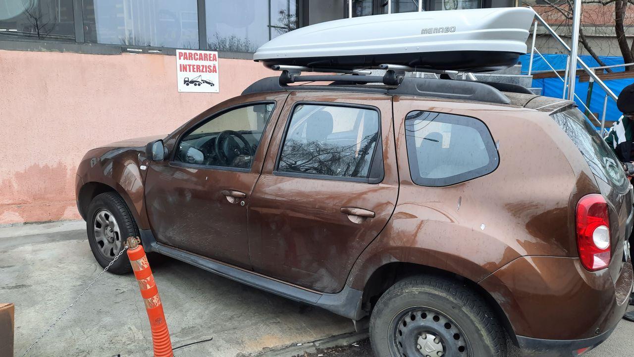 Dacia Duster bare transversale Menabo Brio si cutie portbagaj Menabo Mania