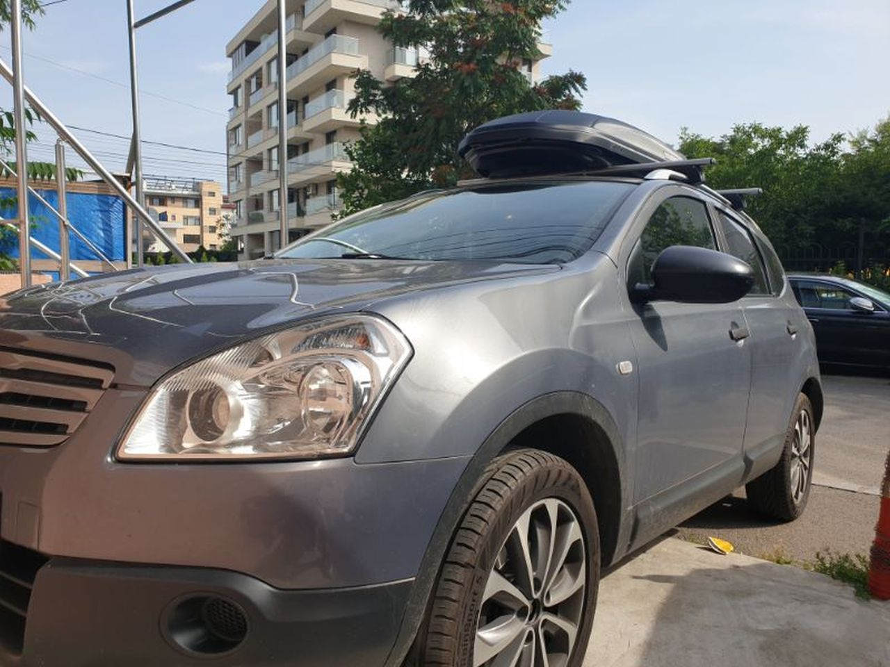 Nissan Qashqai bare transversale Menabo Sherman si cutie portbagaj Menabo Marathon
