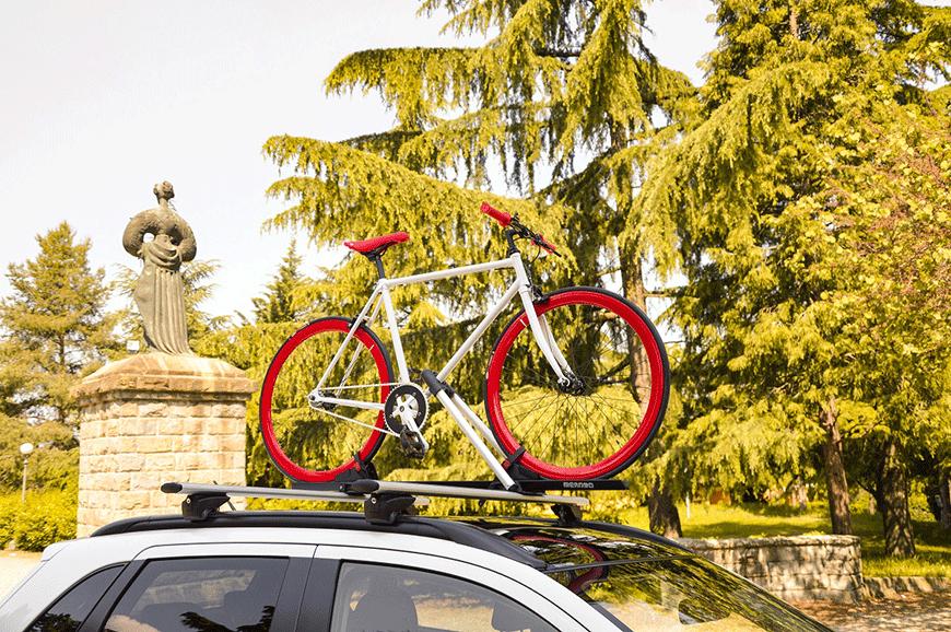 Suport de bicicleta pe bare transversale Vs suport pe haion. Ce fel de suport aleg?