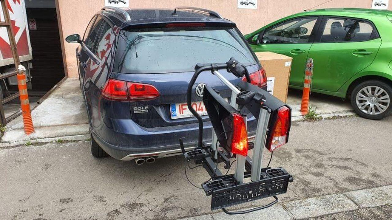VW Golf Alltrack cu suport bicicleta pe carlig Menabo Antares